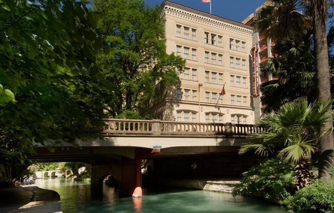 Drury Inn & Suites Riverwalk Hotel